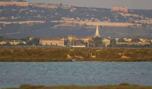 Village de Berre l'étang vu depuis les salins de Berre /Patrice Aguilar