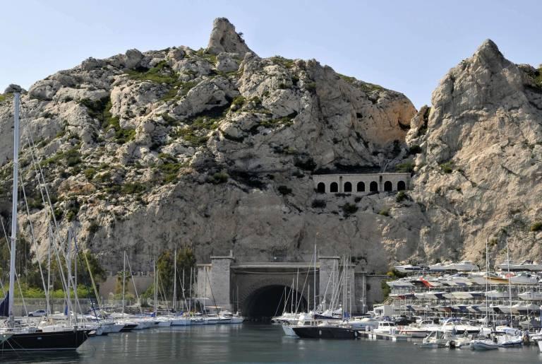 Marseille quartier de l'Estaque. Tunnel du Rove reliant l'étang de Berre à la mer Méditerranée. M.Torres