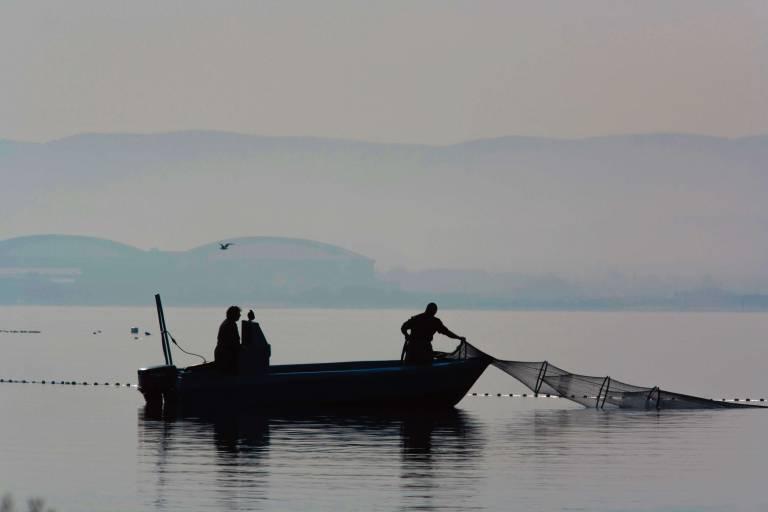 Pêcheurs Relevant Leur Filet