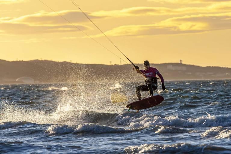 Avec les kite-surfeurs sur le spot mondial du Jaï, étang de Berre.  Vincent Daubagna, président du club Kite 13. photo : T.VERGOZ